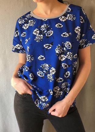 Синяя плотная блуза футболка в цветы