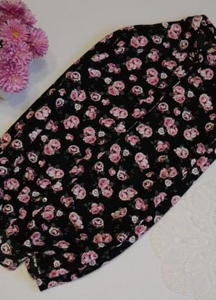 Блуза в принт рози актуальна divided