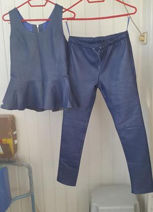 Новый натуральный кожаный лайковый синий костюм- леггинсы  брюки  скинни и жилет