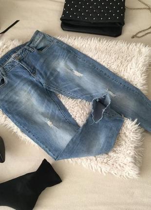 Нереально шикарные новые джинсы с рваным низом, змейками и потертостями...🍫👑💋