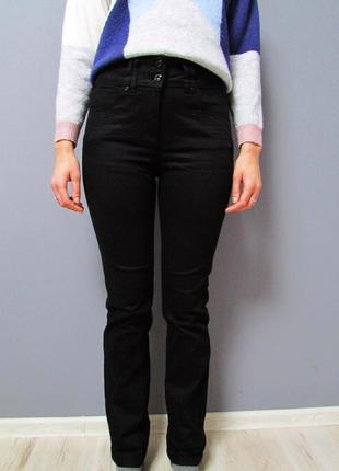 Черные джинсы прямого кроя с высокой посадкой