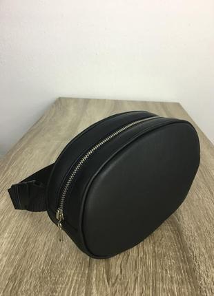 Черная бананка сумка с кантом из экокожи
