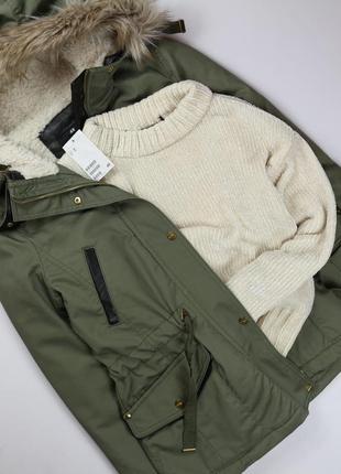 Актуальный вязаный свитер из бархатной нити молочного  цвета