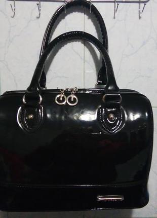 Женская лакированая каркасная сумка