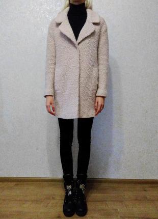 Стильное пудровое шерстяное букле бойфренд пальто new look, р.xs/s