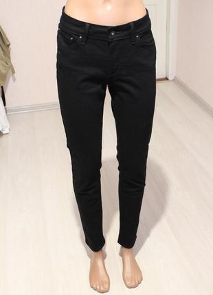 Черные джинсы levis узки джинсы 28 размер средняя посадка