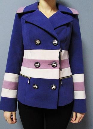Яркое двубортное пальто