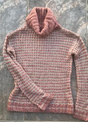 Розово-бежевый свитер bershka