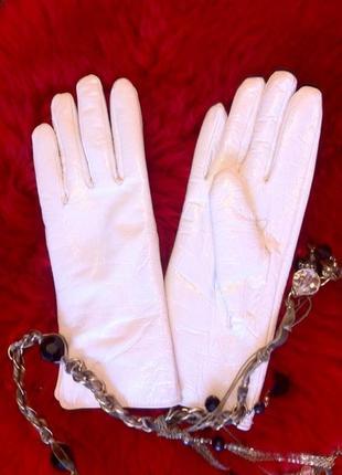 Кожаные - лаковые перчатки с утеплителем.варежки.