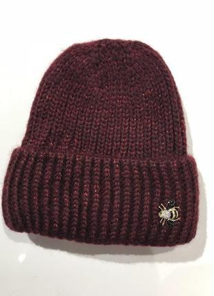 Шерстяная шапка с брошкой пчелой2