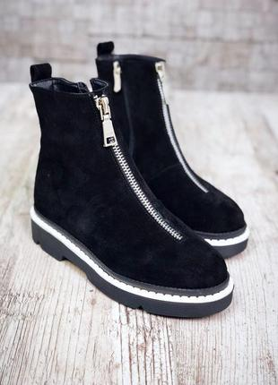 Рр 36-40 зима(осень)натуральный замш люксовые черные ботинки с молнией и белой окантовкой