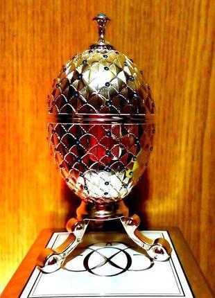 Яйцо фаберже в кристаллах сваровски с палеткой декоративной косметики в ювелирном футляре
