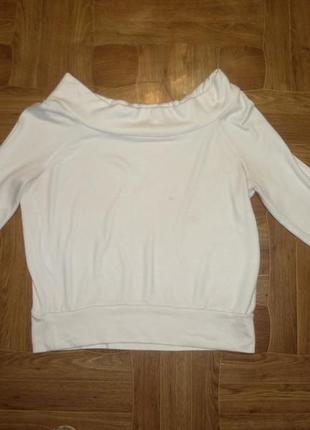 Белый трикотажный свитер-реглан с открытыми плечами,как футболка с длинным рукавом