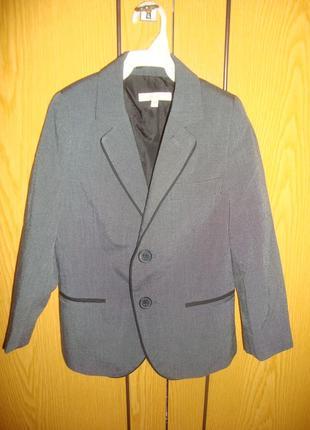 Пиджак приталенный. фирменный, состояние нового, класический