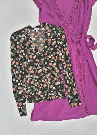 Блуза в цветочный принт на пуговичках
