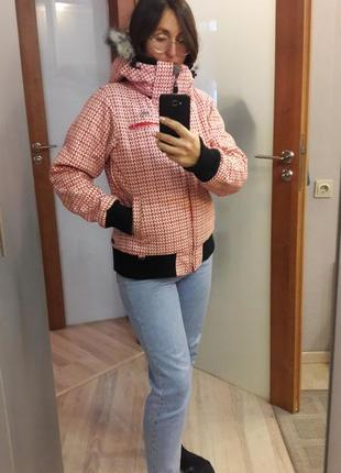 Зимняя горнолыжная курточка