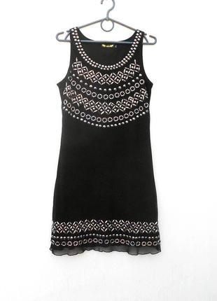 Черное нарядное вечернее платье без рукавов