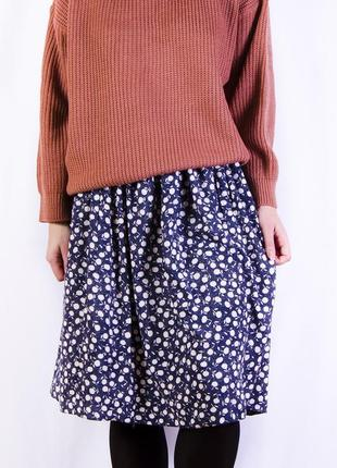 Темно-синяя юбка миди в мелкий цветочек, юбка на резинке, объемный крой