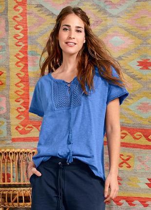Романтичный штрих повседневных ансамблей - хлопковая футболочка с вышивкой, бахромой