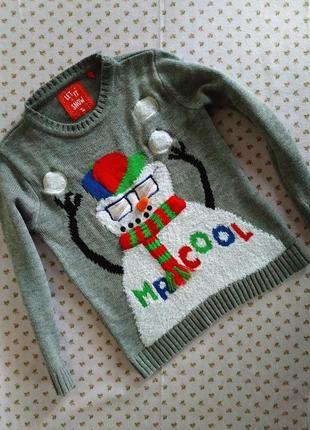 Хорошенький,нарядный свитерок. на бирке- 6 лет.