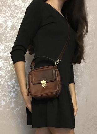 Оригинальная кожаная сумочка сумка кроссбоди на длинном ремешке
