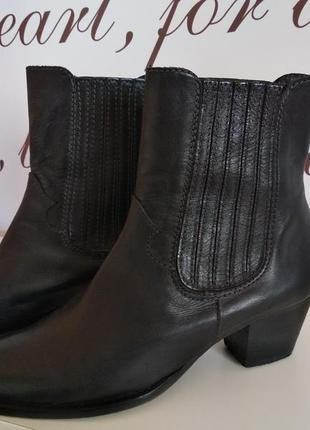 Ботинки из натуральной кожи фирмы minelli