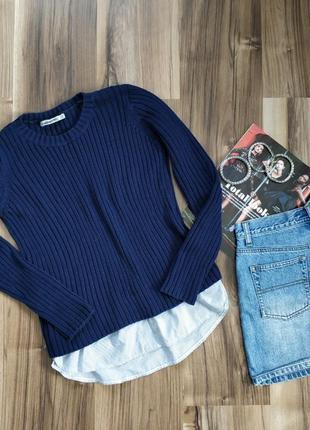 Синий вязаный свитер с рубашкой
