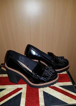 Туфли лоферы на удобном устойчивом каблуке