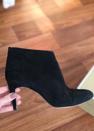Ботинки сапоги укорочённые на каблуке next