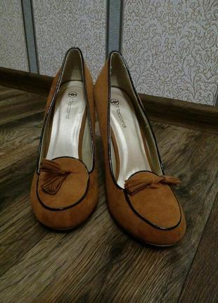 Туфли на небольшом устойчивом каблуке