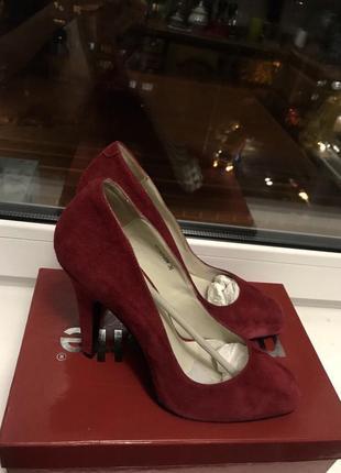 Шикарные замшевые туфли цвета марсала от mascotte