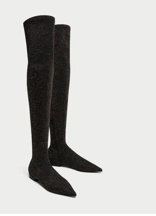 Очень яркие ботфорты zara, на устойчивом каблуке