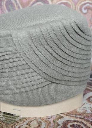 Зимняя дамская шапочка