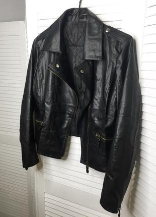 Чёрная кожанка куртка косуха