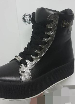 Шикарные ботиночки,кеды высокие  , натуральная кожа,черный с серебром.36-40...