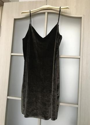 Шикарное бархатное мини платье цвета хаки