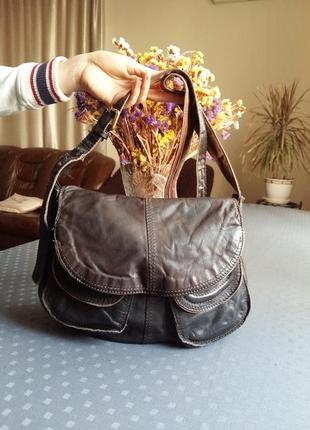 Кожаная коричневая сумка кроссбоди фирмы white stuff