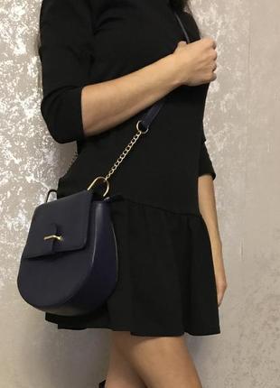 Красивая синяя сумка кроссбоди сумочка полумесяц на длинном ремешке