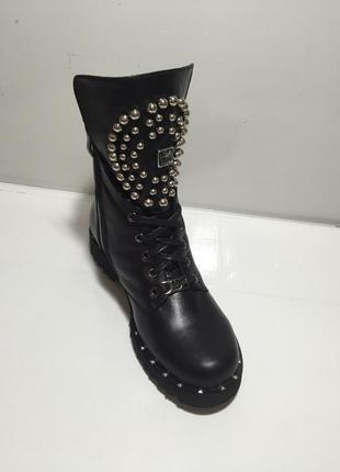 Бомбезные высокие ботинки с шипами.. натуральная кожа..36-40