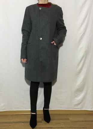 Стильное шерстяное (80% шерсть)  кокон пальто