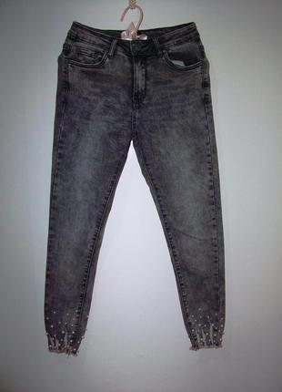 Стиьные и красивые молодежные джинсы р s сост хорош