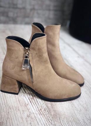Замшевые кожаные ботинки ботильоны на небольшом каблуке с молнией. 36-40