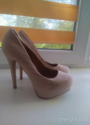 Туфли на высоком каблуке,лабутены
