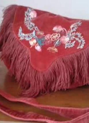 Сумка красная в бохо стиле или этно-стиле с вышивкой и бахромкой