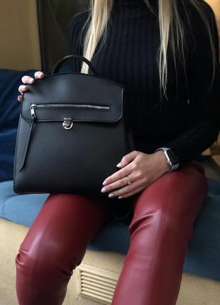Черная молодежная сумка-рюкзак трансформер через плечо с молнией