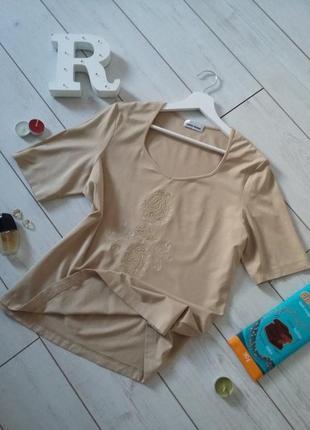 Элегантная базовая футболка в бежево-песочном цвете