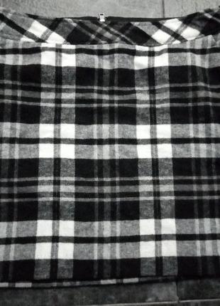 Черная белая в клетку клеточку короткая теплая шерстяная юбка с карманами