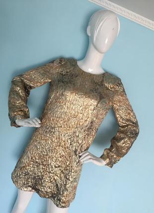 Золотой платье 👗 голая спинка скоро новый год 🎄
