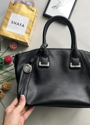 Роскошная маленькая чёрная сумка fiorelli с короткими ручками