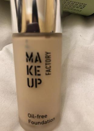 Тональная основа make up factory oil-free 02